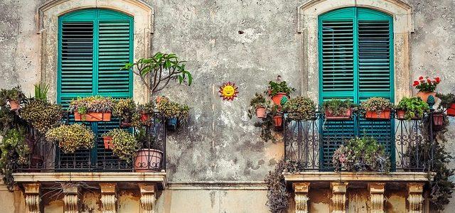 Sie wünschen sich noch mehr Sonne und einen Sichtschutz für Ihren Balkon?